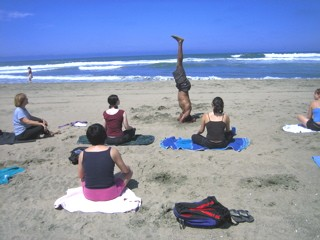 Outdoor yoga students in San francisco
