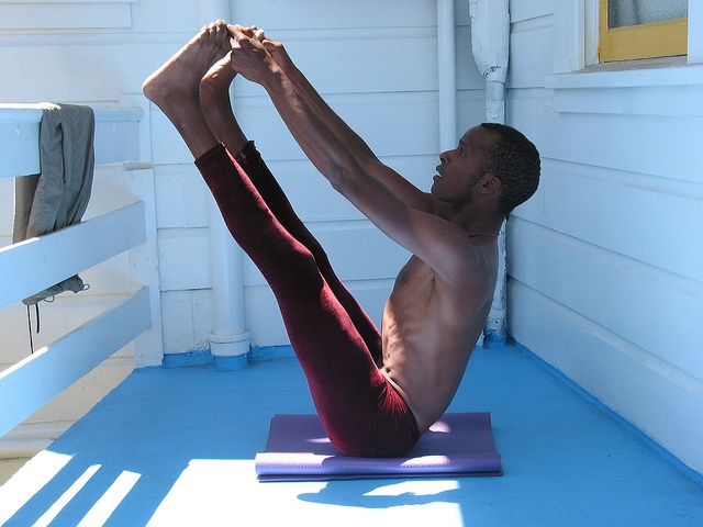 Yoga teacher in Ubbaya Padaagustasana